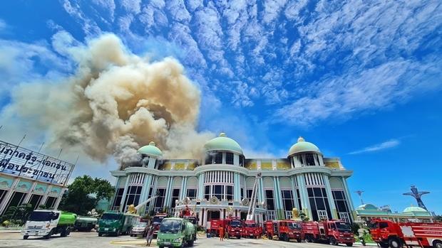 Ein Hauptteil der Pattaya Touristen-Attraktion Sukhawadee wurde vom Feuer zerstört.