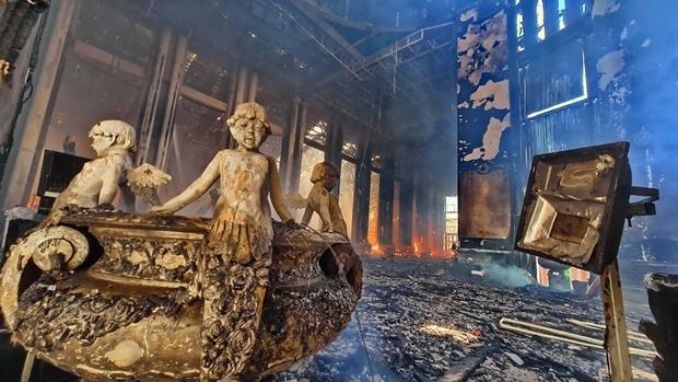 Die Zerstörung wurde mittlerweile auf zirka 200 Millionen Baht geschätzt, nicht eingerechnet die religiösen Artifakte. Das Gebäude ist aber mit 2 Milliarden Baht versichert.